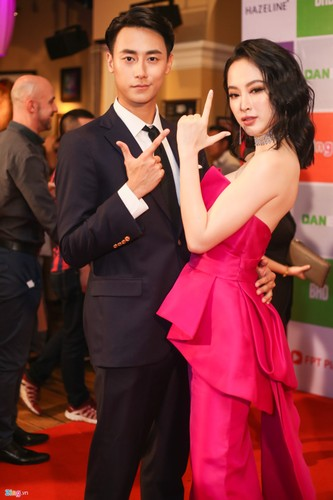 Angela Phuong Trinh tinh tu ben dan trai dep tai su kien-Hinh-3