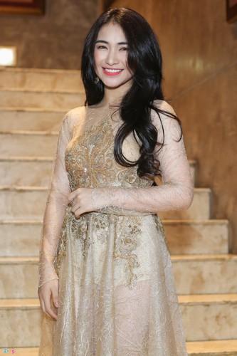 Angela Phuong Trinh tinh tu ben dan trai dep tai su kien-Hinh-6