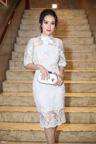 Angela Phuong Trinh tinh tu ben dan trai dep tai su kien-Hinh-7