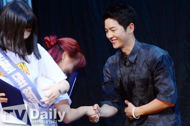 Song Joong Ki tuoi tan sau khi lo bang chung yeu Song Hye Kyo-Hinh-2