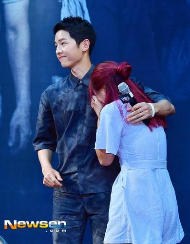 Song Joong Ki tuoi tan sau khi lo bang chung yeu Song Hye Kyo-Hinh-5