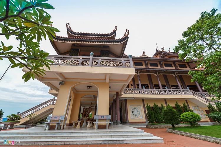 Chiem nguong ngoi chua ven bien dep nhat Quang Ninh-Hinh-11