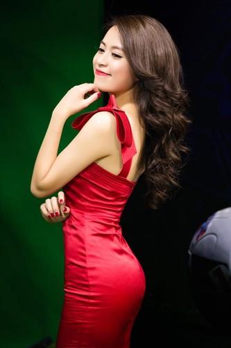 Hoang Thuy Linh: Tu Vang Anh hoa Phuong Hoang quyen ru-Hinh-5