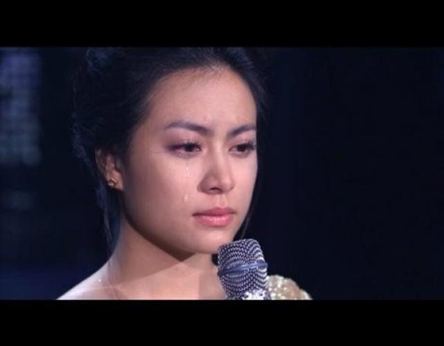 Hoang Thuy Linh: Tu Vang Anh hoa Phuong Hoang quyen ru
