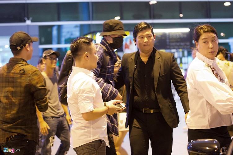 "Ngoi sao ""Giay thuy tinh"" So Ji Sub deo khau trang kin mit den VN-Hinh-2"