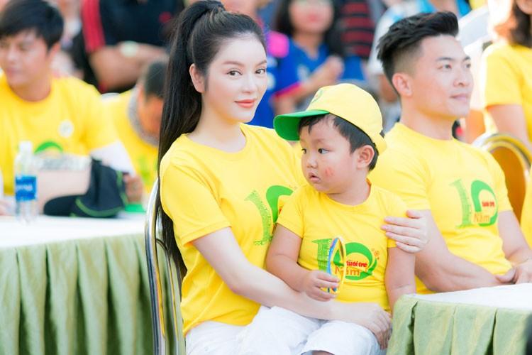 Ly Nha Ky cu xinh dep the nay fan nao ma cha yeu!