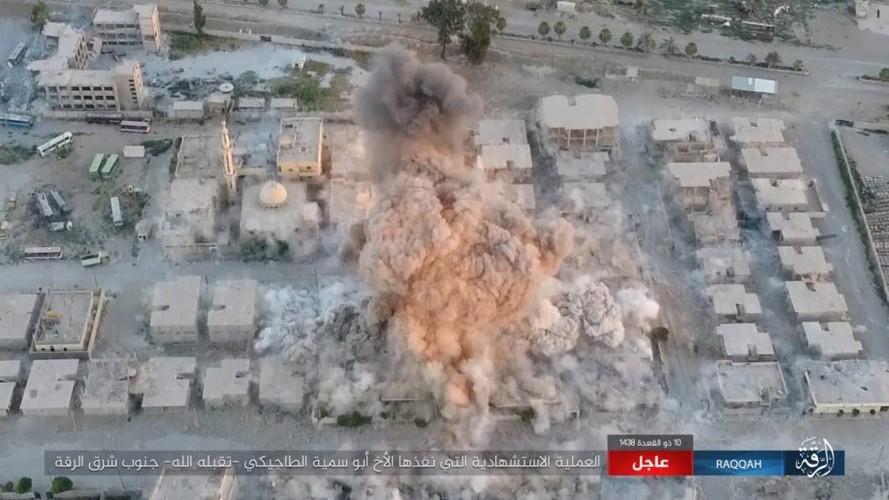 IS danh bom tu sat no tung khu nguoi Kurd o Raqqa-Hinh-4