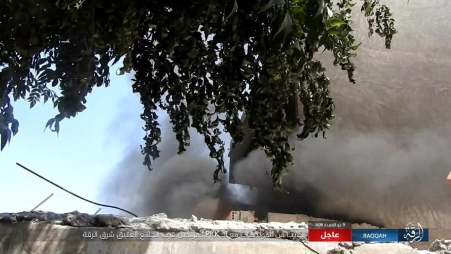 IS danh bom tu sat no tung khu nguoi Kurd o Raqqa-Hinh-8
