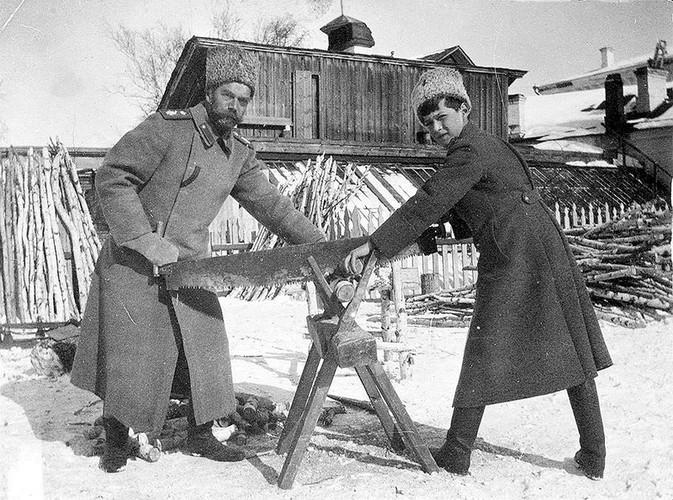 Anh hiem ve Sa hoang Nikolai II bi luu day o Siberia