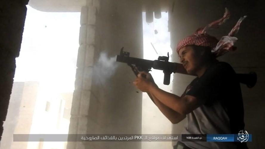 Anh: IS dien cuong chong tra du bi bao vay o Raqqa-Hinh-3