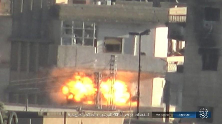 Anh: IS dien cuong chong tra du bi bao vay o Raqqa-Hinh-4