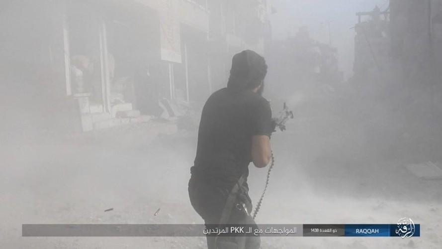 Anh: IS dien cuong chong tra du bi bao vay o Raqqa-Hinh-9