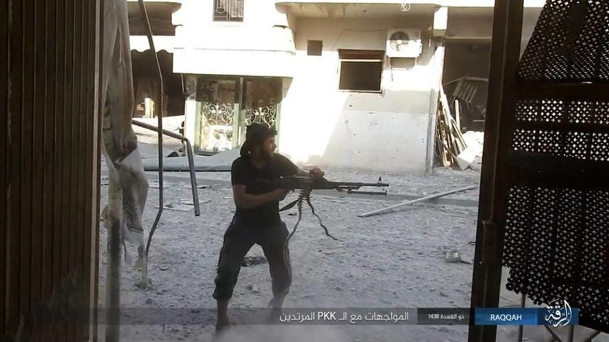 Anh: IS dien cuong chong tra du bi bao vay o Raqqa
