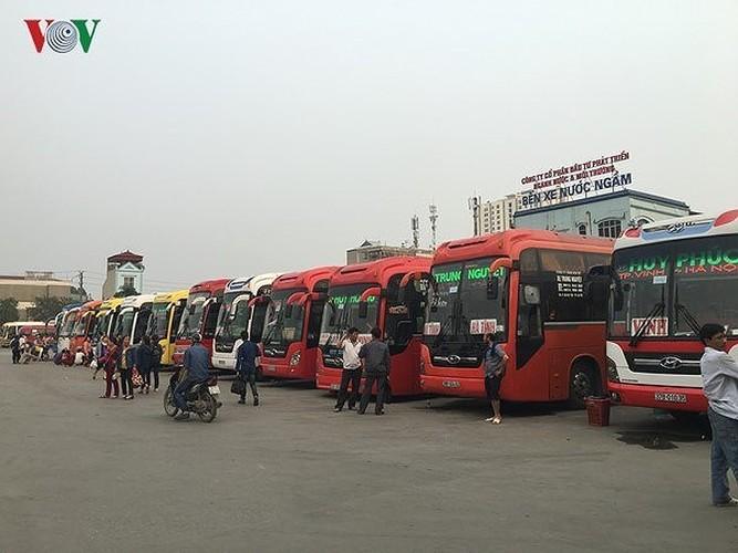 Ảnh: Bến xe, đường phố Hà Nội thưa vắng lạ thường chiều 29 Tết
