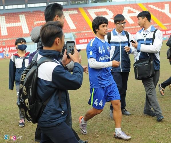 """Cong Phuong bi hang tram fan """"bua vay"""" xin chup anh-Hinh-13"""