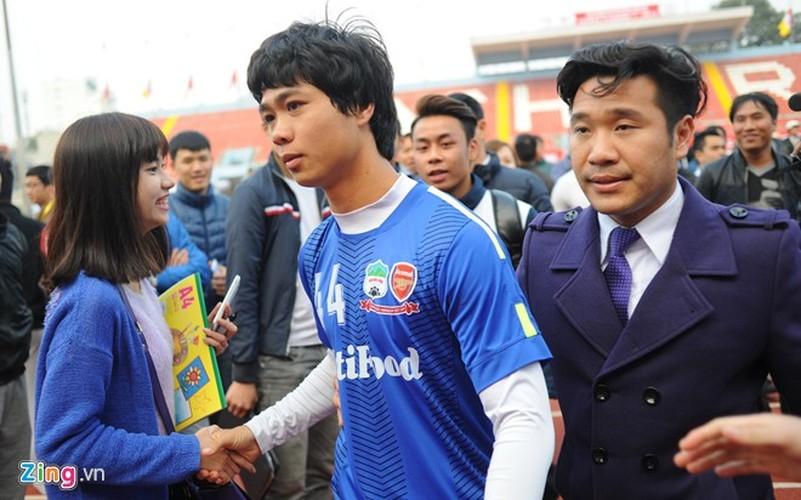 """Cong Phuong bi hang tram fan """"bua vay"""" xin chup anh-Hinh-14"""