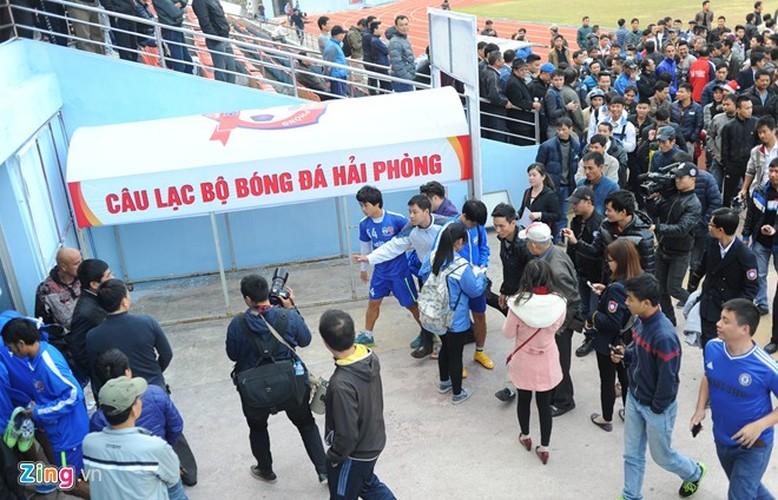 """Cong Phuong bi hang tram fan """"bua vay"""" xin chup anh-Hinh-15"""