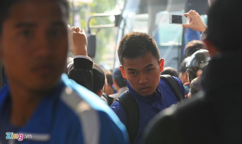 """Cong Phuong bi hang tram fan """"bua vay"""" xin chup anh"""