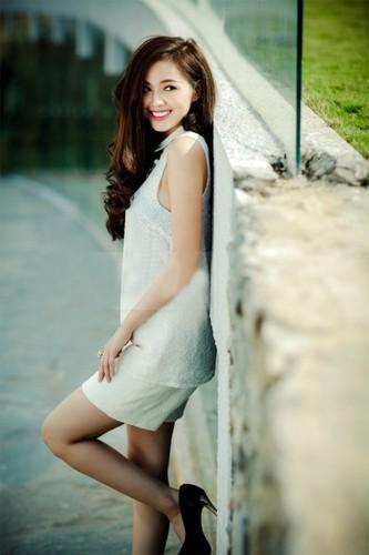 Bat ngo voi chieu cao that cua cac hot girl dinh dam-Hinh-10