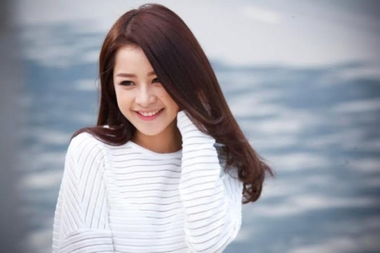 Bat ngo voi chieu cao that cua cac hot girl dinh dam-Hinh-6