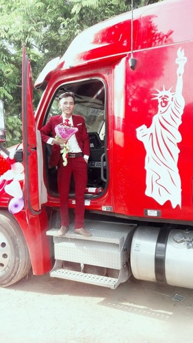 Dang sau man ruoc dau bang xe container gay sot o Bac Giang-Hinh-6