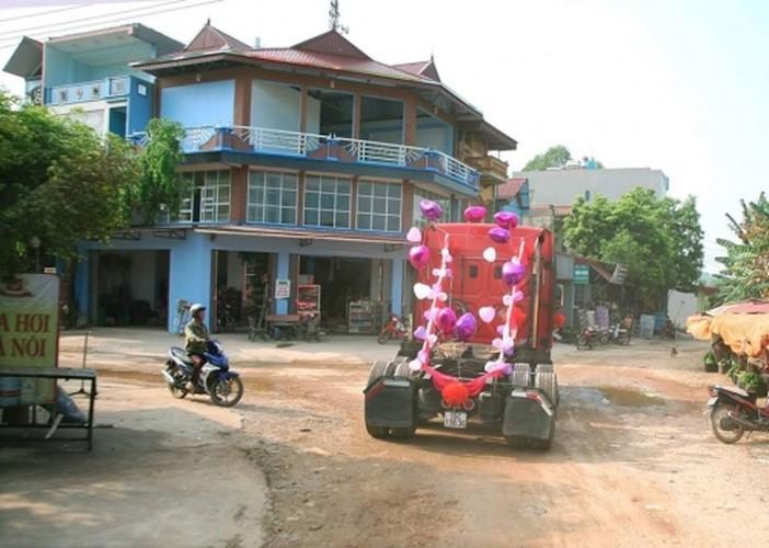 Dang sau man ruoc dau bang xe container gay sot o Bac Giang-Hinh-7