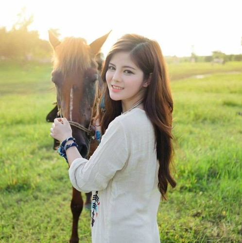 """Bat ngo voi guong mat hien tai cua """"ban sao Ngoc Trinh""""-Hinh-4"""