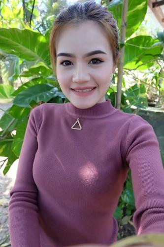 Co gai Thai xinh dep dinh hon ben di anh ban trai-Hinh-10