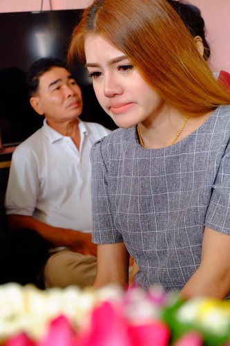 Co gai Thai xinh dep dinh hon ben di anh ban trai-Hinh-2