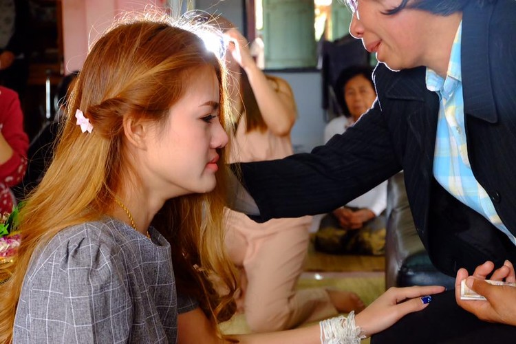 Co gai Thai xinh dep dinh hon ben di anh ban trai-Hinh-4