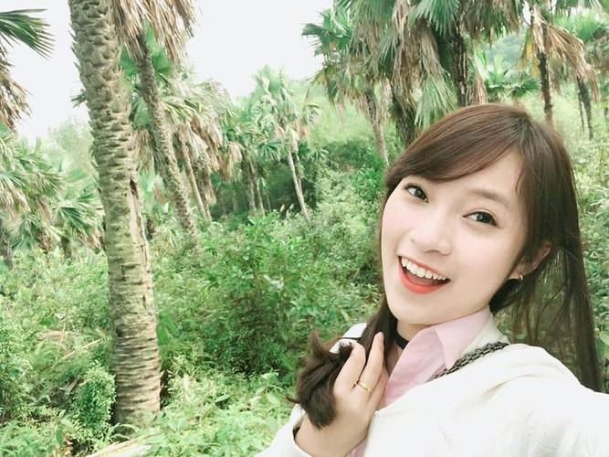 Hot girl xu Nghe lam MC thoi su quoc te o tuoi 18-Hinh-5