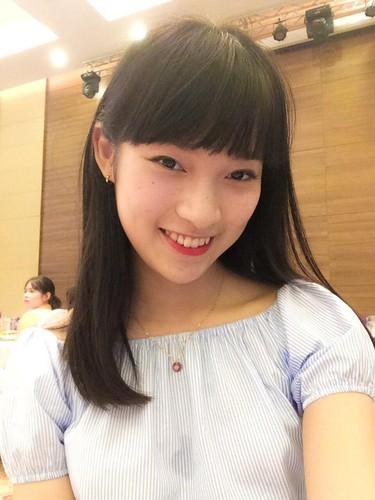 Hot girl xu Nghe lam MC thoi su quoc te o tuoi 18-Hinh-9