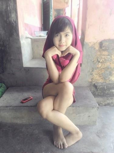 Khoanh khac kho do cua hot girl chan khoeo Hai Duong