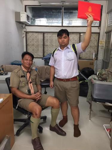 Cuoi sac nam sinh vac bang cap 3 di khoe khap noi-Hinh-3