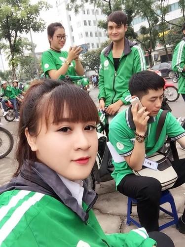 Than van e khach 2/9, nu tai xe Grabbike xinh dep gay sot-Hinh-5