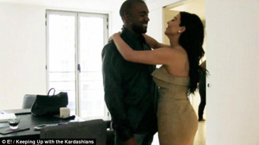 Ben trong can ho noi Kim Kardashian bi cuop nu trang-Hinh-2