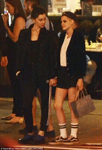 Kristen Stewart khoa moi ban gai dong tinh moi-Hinh-10