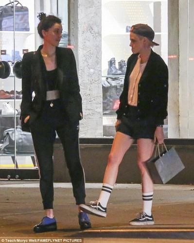 Kristen Stewart khoa moi ban gai dong tinh moi-Hinh-9