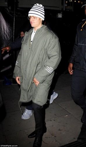Justin Bieber xuong ma tram trong khien fan soc-Hinh-2