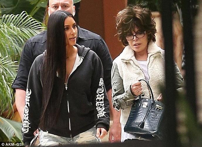 Kim Kardashian pho phac xuat hien sau vu cuop o Paris-Hinh-2