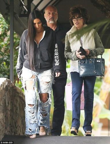 Kim Kardashian pho phac xuat hien sau vu cuop o Paris-Hinh-4