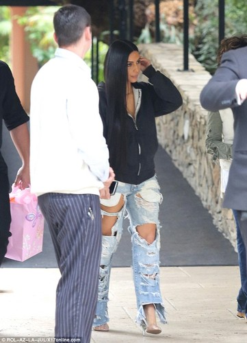 Kim Kardashian pho phac xuat hien sau vu cuop o Paris-Hinh-5