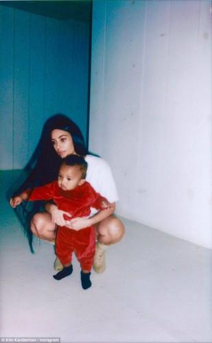 Kim Kardashian pho phac xuat hien sau vu cuop o Paris-Hinh-6