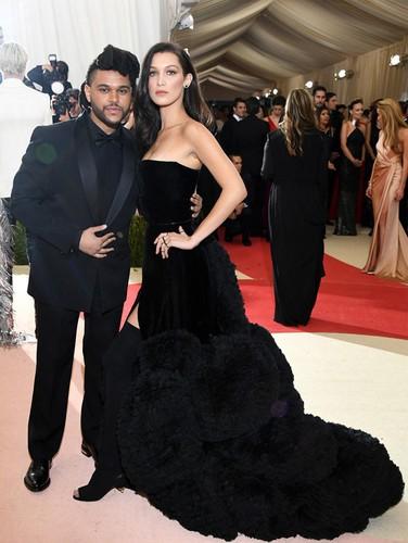 Selena Gomez hon tinh moi dam duoi khi di hen ho-Hinh-8