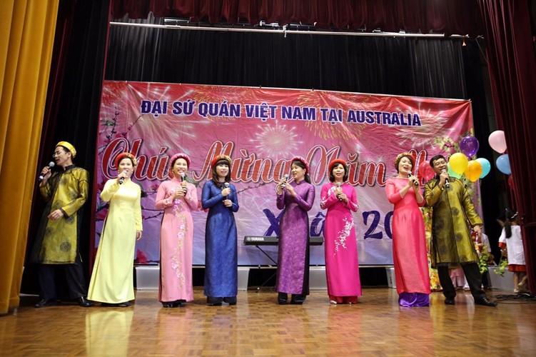 Tet co truyen dam am cua kieu bao Viet khap nam chau-Hinh-3