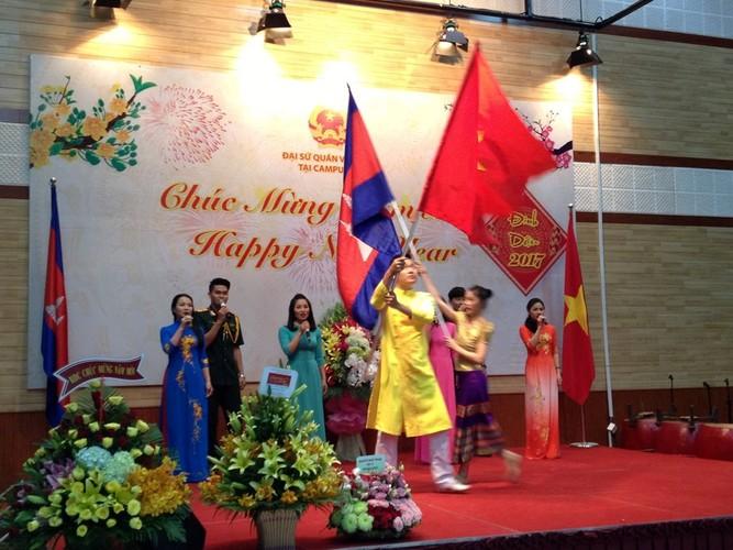 Tet co truyen dam am cua kieu bao Viet khap nam chau-Hinh-7