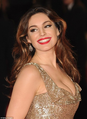 Nguoi mau Kelly Brook so se, xau xi khi khong make up-Hinh-4
