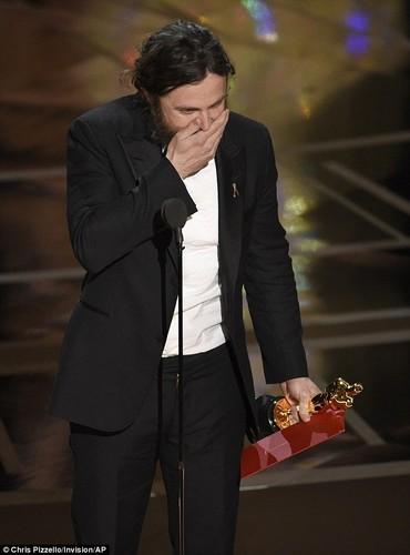 Casey Affleck, nam dien vien tham lang toa sang tai Oscar 2017-Hinh-8