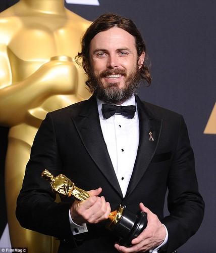 Casey Affleck, nam dien vien tham lang toa sang tai Oscar 2017-Hinh-9