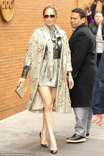 Day la lan dau tien Jennifer Lopez bi che mac xau-Hinh-3
